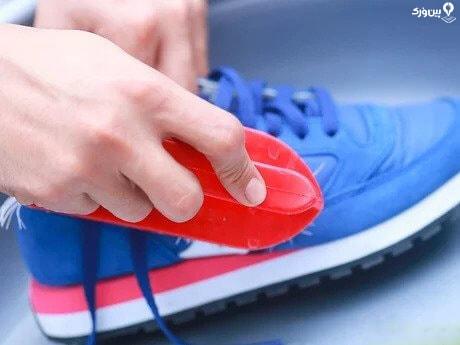 شستن کفش با صابون