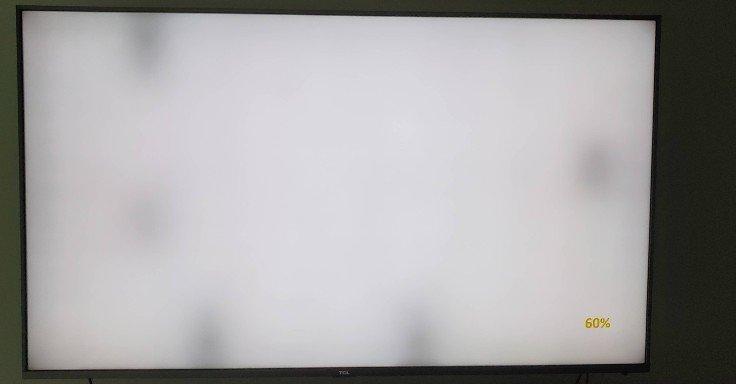 نقاط سیاه رنگ در تصویر تلویزیون