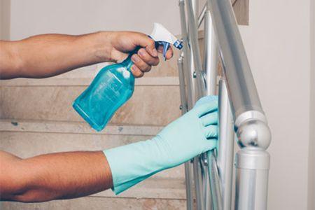 نظافت راه پلههای ساختمان